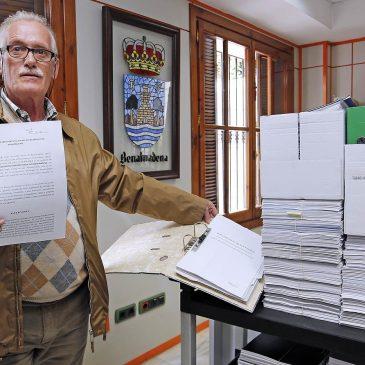 Los responsables del Comedor Social presentan sus últimas alegaciones ante el Ayuntamiento de Benalmádena en un dossier de 35 tomos con más de 8.000 páginas
