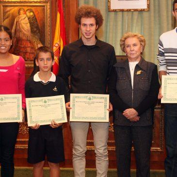 Fundación Banús entregan las becas de formación y perfeccionamiento a cinco deportistas de la ciudad