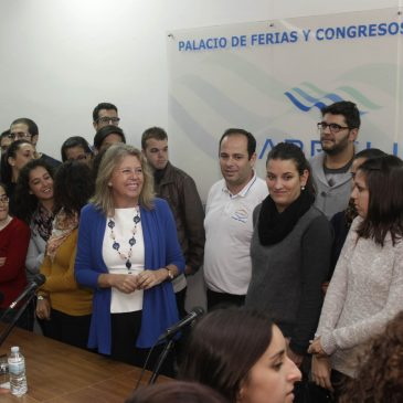 La alcaldesa se reúne con trabajadores del Plan de Empleo Joven