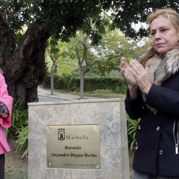El Ayuntamiento y el movimiento vecinal de la ciudad homenajean la figura de Alejandro Dogan