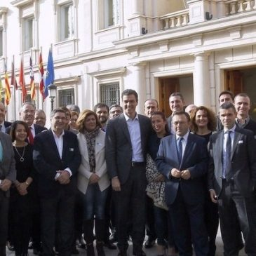 Pedro Sánchez se reúne con diputados, senadores y  alcaldes del PSOE para exigir al Gobierno la paralización de las prospecciones de hidrocarburos en el Mediterráneo y Canarias