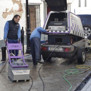 El Ayuntamiento realiza un tratamiento especial de eliminación de residuos en la vía pública para optimizar la limpieza en la ciudad