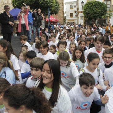 La alcaldesa de Marbella, Ángeles Muñoz, ha dado esta mañana el pistoletazo de salida de la Carrera de Orientación