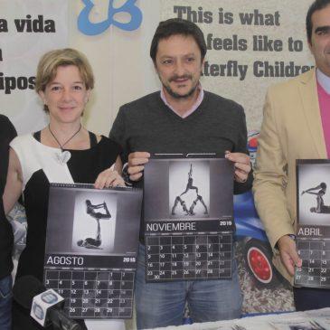 Asociación Debra España Piel de Mariposa en la venta de sus calendarios solidarios