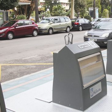 El Ayuntamiento facilita a la comunidad de extranjeros la gestión y depósito de los residuos en las islas ecológicas gracias la instalación de placas bilingües
