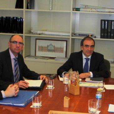 La alcaldesa subraya la importancia del tren litoral en una reunión con el Ministerio de Fomento