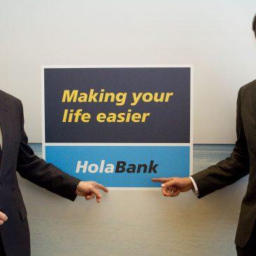 CaixaBank lanza HolaBank para convertirse en la entidad de referencia de los clientes internacionales en España