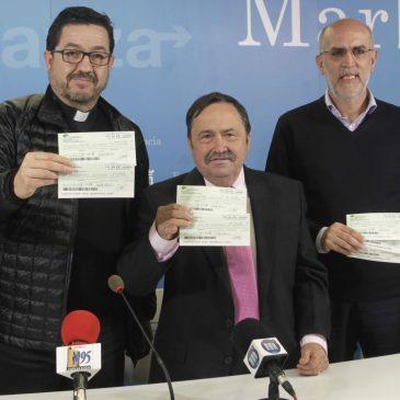 El Ayuntamiento ha acogido la entrega de un donativo de 7.000 euros de la Asociación de Vecinos Cristo de los Molinos a Cáritas Diocesana