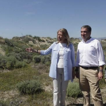 El Ayuntamiento impulsa la Senda Litoral con trabajos previos de conservación en las dunas de las Adelfas