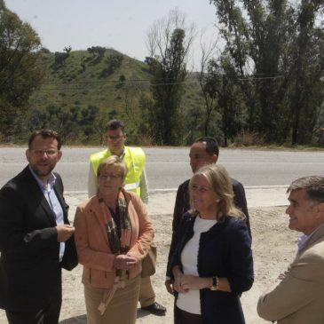 El Ayuntamiento ejecuta los trabajos de acondicionamiento y mejora de la seguridad vial de la carretera que une Las Chapas con La Mairena
