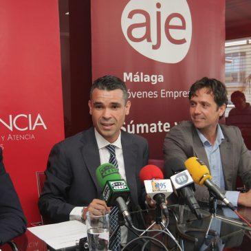El alcalde respalda la apertura de la delegación de la Asociación de Jóvenes Empresarios (AJE) en Marbella