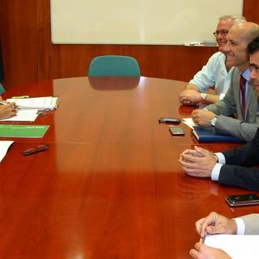 El Ayuntamiento acuerda con la Junta de Andalucía flexibilizar el pago de la deuda