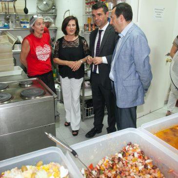 El Ayuntamiento y la Junta redoblan esfuerzos en su apoyo al comedor social de SER Humano y de la escuela de verano que acoge el colegio Fernández-Mayoralas