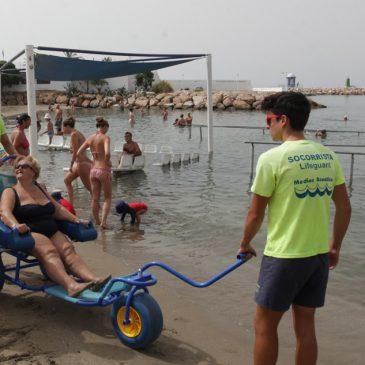 Las tres playas adaptadas cuentan ya con una silla anfibia