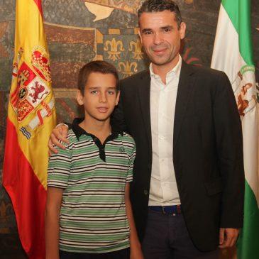 El alcalde ha recibido al joven Lance Henderson que se ha proclamado subcampeón de España sub12 de ajedrez y campeón en categoría sub14