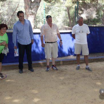 El teniente de alcalde de Las Chapas, Miguel Díaz, ha asistido hoy al inicio del VIII Torneo de Petanca en el Polideportivo Santa María,