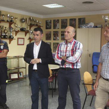 José Bernal, ha realizado hoy una visita al Parque de Bomberos de Marbella, junto al concejal de Hacienda, Manuel Osorio, y el responsable del área, Ricardo López.
