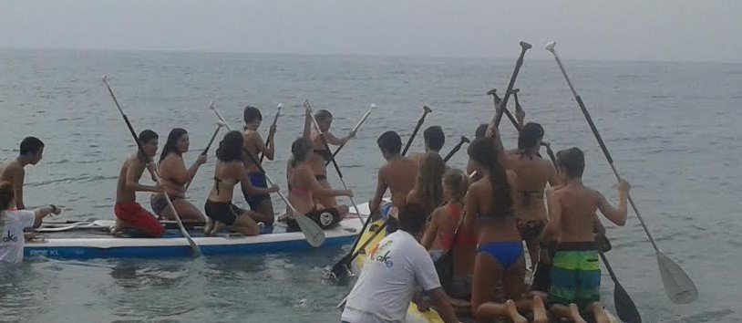 El programa municipal de prevención 'Tú formas parte del plan' inicia en el paddel surf a una veintena de adolescentes
