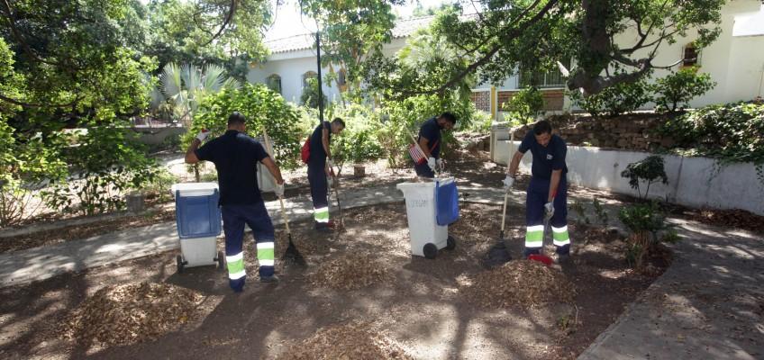 El Ayuntamiento emprende un plan de choque de limpieza en la barriada El Ángel con 25 operarios