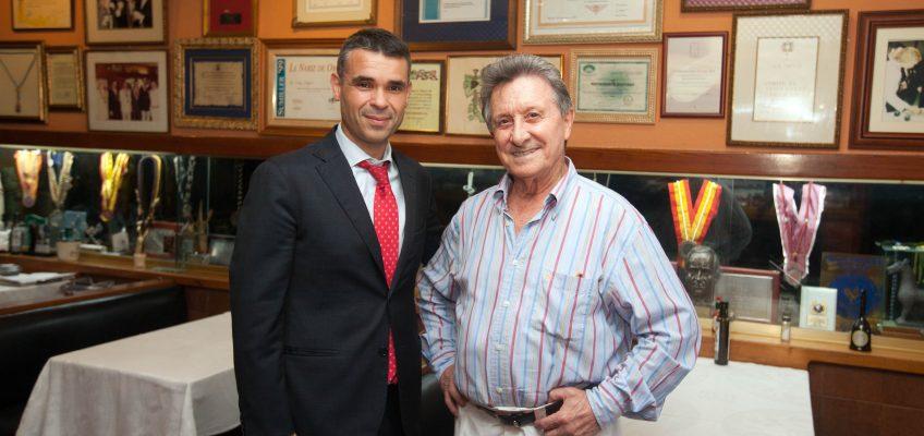 El alcalde solicitará la creación de una moción institucional de apoyo a la concesión de la Medalla al Mérito del Trabajo al restaurador Santiago Domínguez