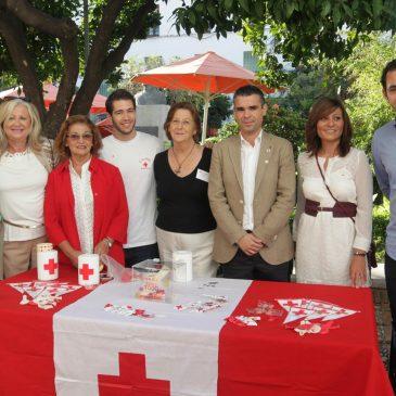 El Ayuntamiento respalda la labor de Cruz Roja en su tradicional cuestación del Día de la Banderita destinada este año a la ayuda a los refugiados