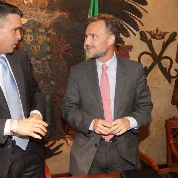 El Ayuntamiento y la Junta de Andalucía constituyen una comisión de seguimiento y trabajan en una normativa transitoria para garantizar la seguridad jurídica en materia urbanística