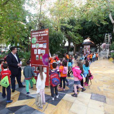 Inauguración de la exposición de tarjetas presentadas al Concurso Infantil de Postales de Navidad