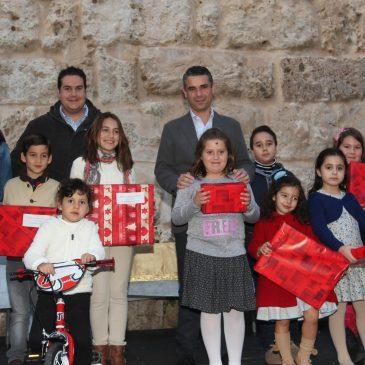 El Ayuntamiento entrega los premios de los Concursos infantiles de Tarjetas navideñas y de Belenes