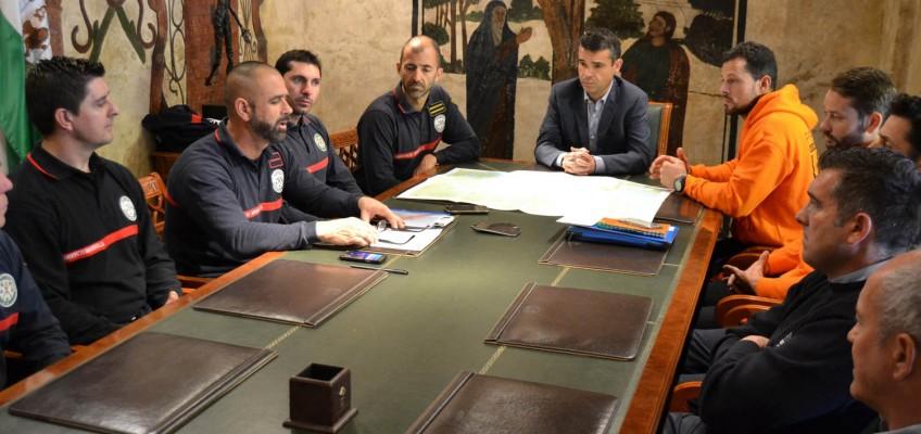 El alcalde destaca el compromiso de los bomberos de Marbella que viajarán a la isla griega de Lesbos para participar en labores humanitarias