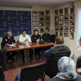 El Ayuntamiento y los cuerpos policiales atienden las demandas de los colectivos vecinales de Nueva Andalucía