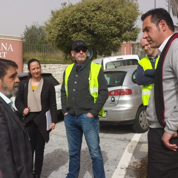 Miguel Díaz recoge peticiones vecinales de El Real-Panorama como la realización de un vial de servicio paralelo a la autovía desde Río Real hasta Villa Padierna dentro de #LasChapasAPieDeCalle