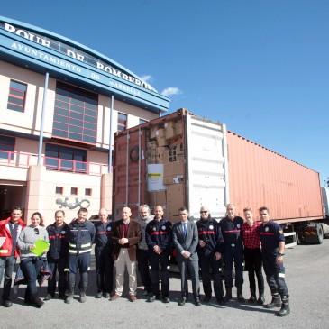 Los bomberos de Marbella envían a Lesbos más de 40.000 pares de calcetines y 4.500 de zapatos aportados por los vecinos de la ciudad y de otros municipios