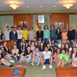 El alcalde recibe a alumnos del IES Sierra Blanca y del centro Albertus Magnus de Colonia que se encuentran de intercambio