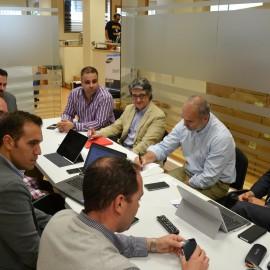 """El Ayuntamiento y Vodafone mantienen una reunión para avanzar en la implantación del proyecto """"Marbella Ciudad Conectada"""""""