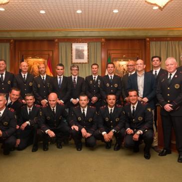 El alcalde acompaña al Cuerpo de Bomberos en la toma de posesión de los nuevos sargentos y cabos