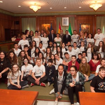 El alcalde recibe a alumnos del IES Sierra Blanca y centros educativos de Francia, Austria, Grecia y Alemania dentro del programa Erasmus+