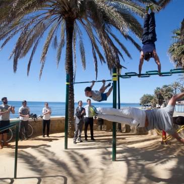 El Paseo Marítimo de Marbella amplía su equipamiento deportivo con un circuito específico de calistenia