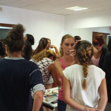 Una veintena de vecinas de la Colonia El Ángel han participado en un Curso de Maquillaje e Imagen Personal