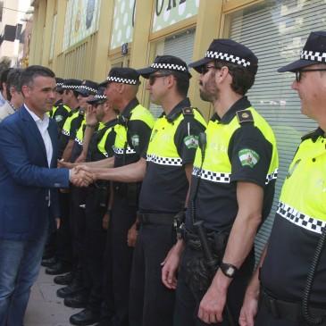 El alcalde inaugura en el Paseo de la Alameda la Feria de Día que vuelve al centro después de casi una década