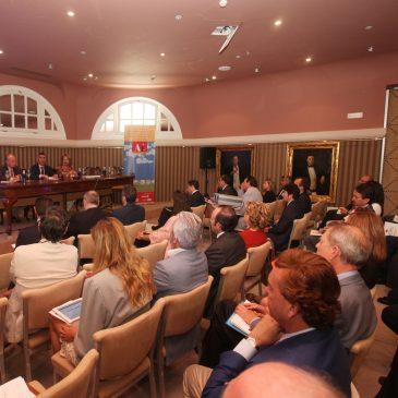 """El alcalde destaca en unas jornadas urbanísticas que el turismo residencial """"es un sector clave"""" para la economía de Marbella"""