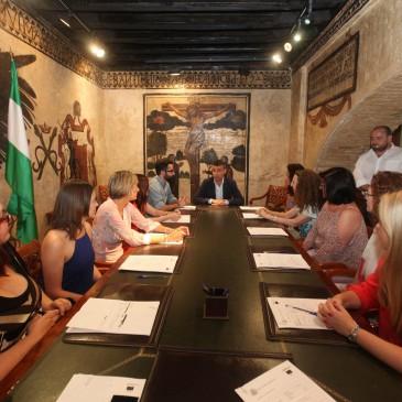 Los informadores turísticos del Plan de Empleo Municipal comenzarán a trabajar este martes