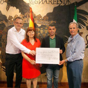 La Asociación de Francófonos entrega 3.000 euros a la Asociación Española Contra el Cáncer