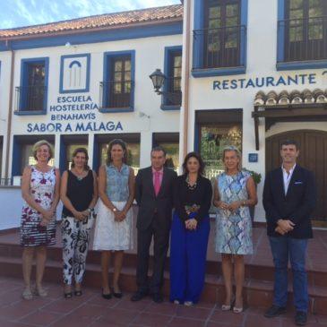 La Presidenta de la Mancomunidad, Margarita del Cid acompaña a los alumnos de la Escuela de Hostelería de Benahavís Sabor a Málaga en el inicio del curso 2016-2017