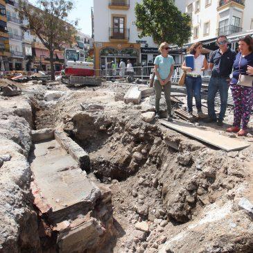El Ayuntamiento conservará en su ubicación original la fuente aparecida durante los trabajos de saneamiento de la avenida Nabeul