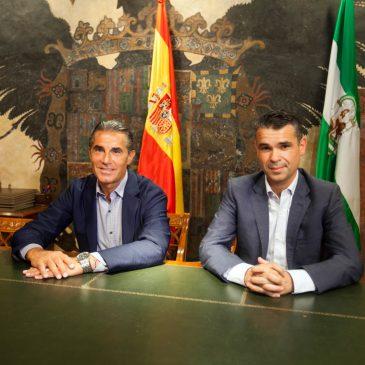 El alcalde recibe al seleccionador nacional de baloncesto, Sergio Scariolo