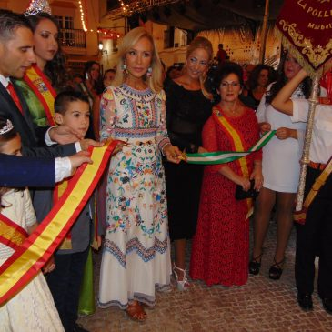 Carmen Lomana inaugura la Feria de Ojén con un emotivo pregón en el que destaca las singularidades y la historia de este pueblo