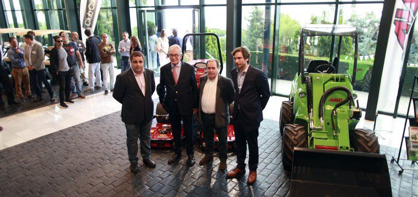 Los concejales de Parques y Jardines y Comercio, Francisco García y Manuel Morales, respectivamente, han participado hoy en el acto de celebración del 40 aniversario de la empresa Riversa.