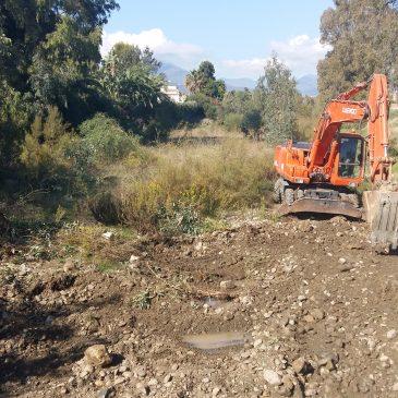 El Ayuntamiento acomete la limpieza en tres tramos del río Guadaiza para garantizar su drenaje