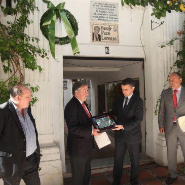 El Ayuntamiento homenajea la figura del médico marbellí Rogelio Vigil de Quiñones con una ofrenda floral