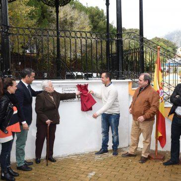 El Ayuntamiento reconoce la trayectoria musical y la labor formativa con los jóvenes de la ciudad de Antonio Gil 'El Nejo' dando su nombre al Templete del Parque Arroyo de la Represa